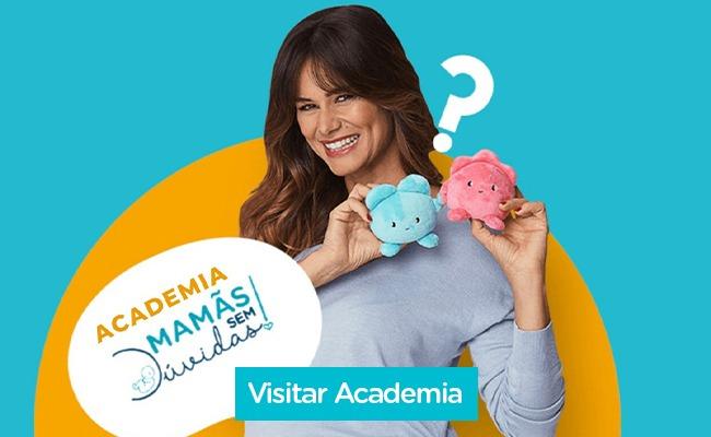 Claudia Vieira segura mascotes BebéVida